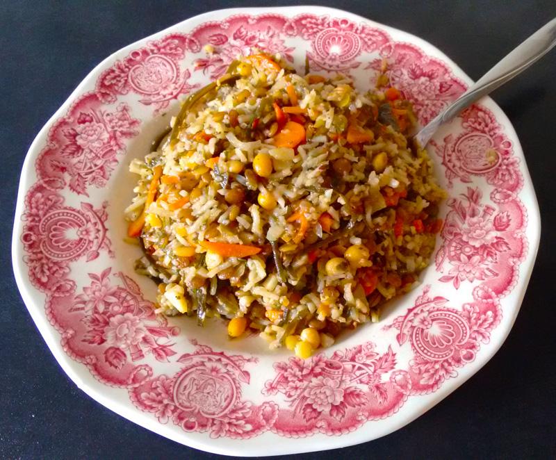 острое блюдо с соей и морской капустой