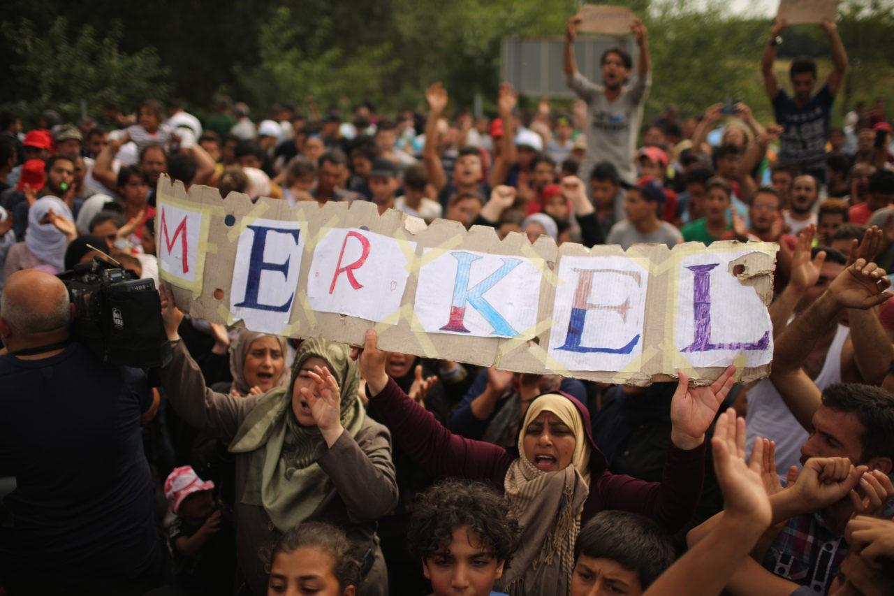 Мигранты - почитатели Меркель