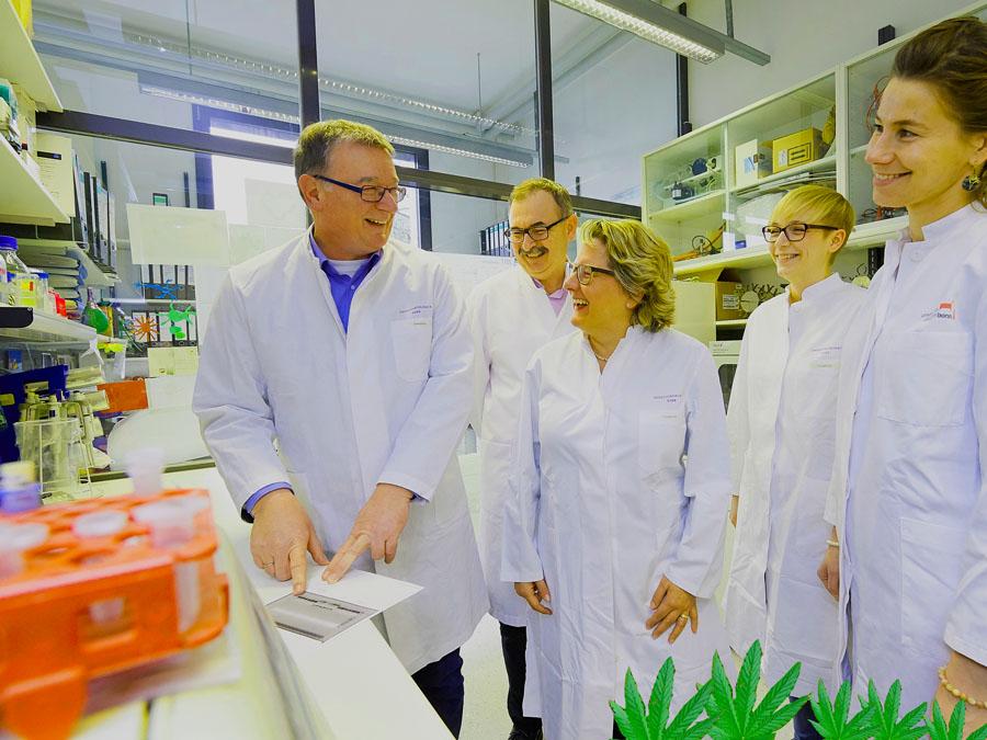 Forschungsministerin Svenja Schulze besucht das Live und Brain und das Rektorat der Bonner Universitat am 08.02.2017 © Volker Lannert Originalfilename: D5V_9088