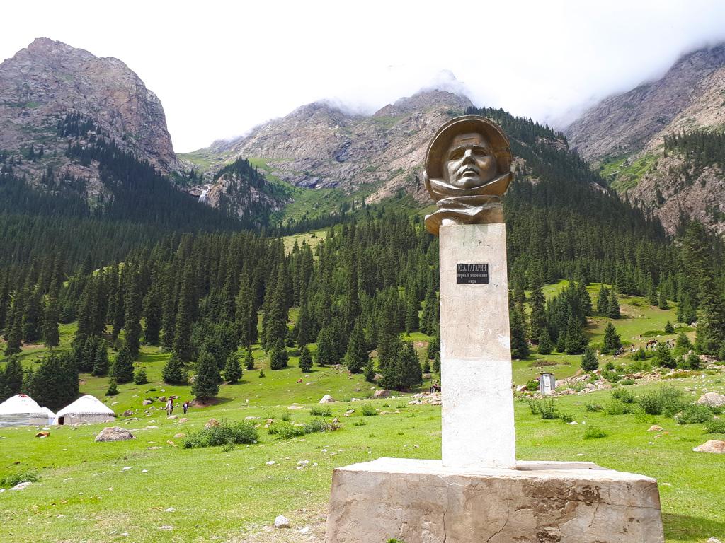 Баркаун. Памятник Гагарину