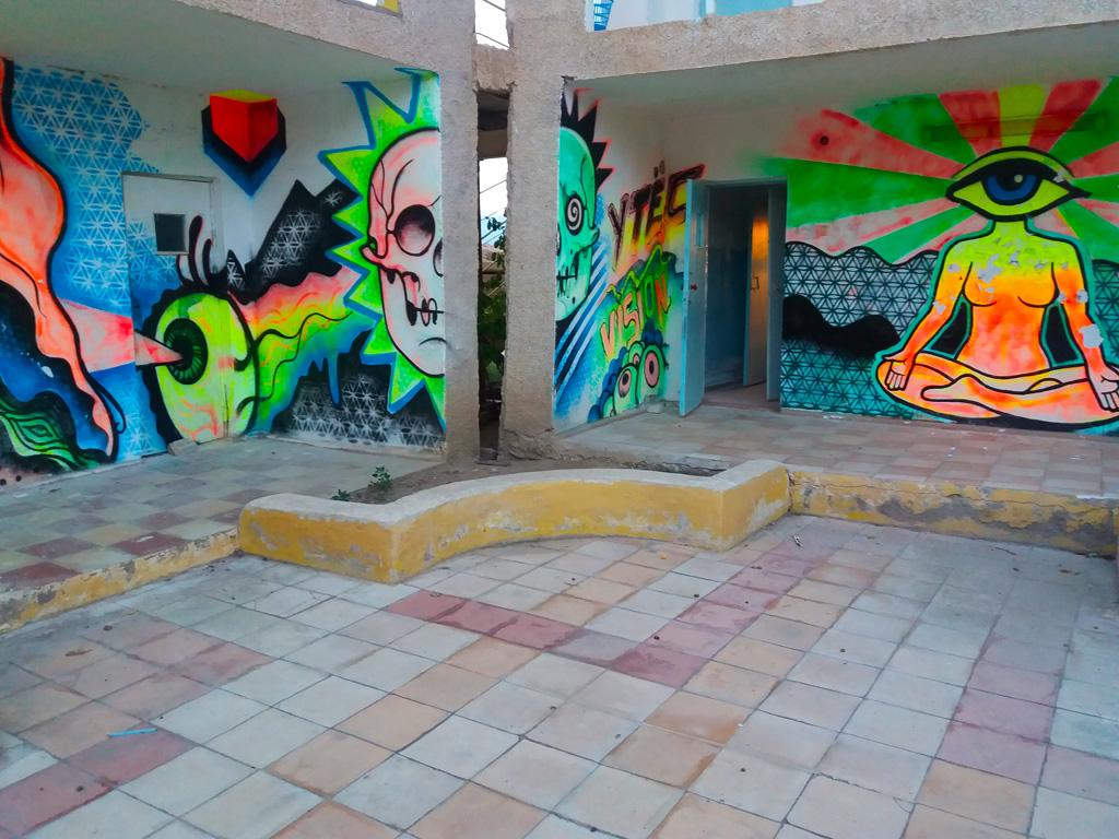 Пансионат утёс. Кислотные граффити