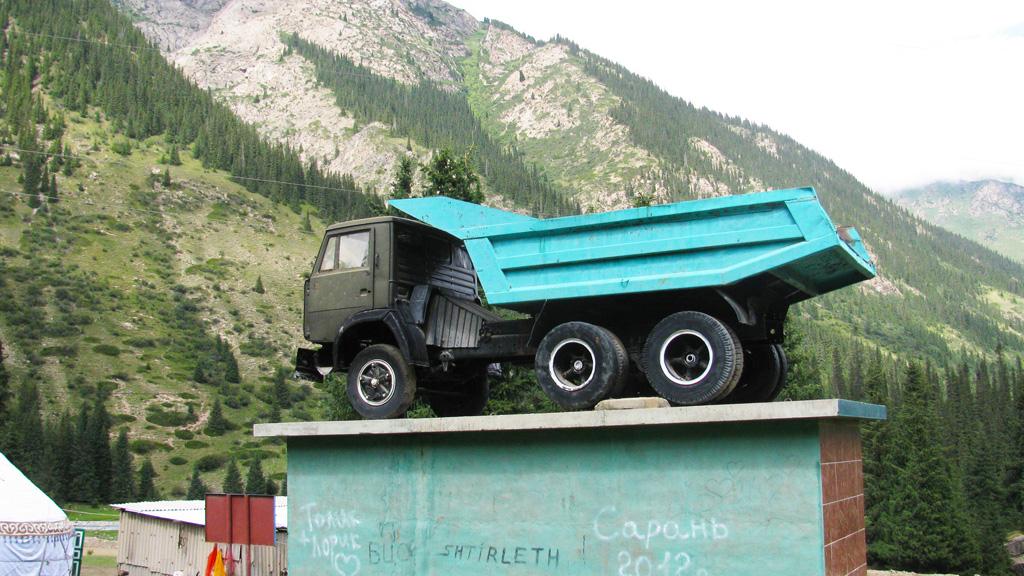Барскоон. Памятник советскому грузовику